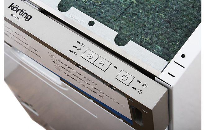 Кнопки настройки на верхней стороне дверцы посудомойки