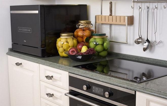 Компактная посудомойка в интерьере