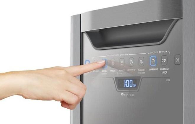 Панель управления посудомойкой