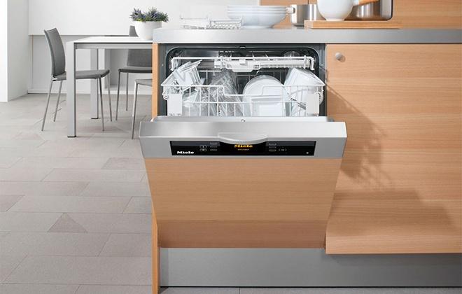 Полноразмерная посудомоечная машина
