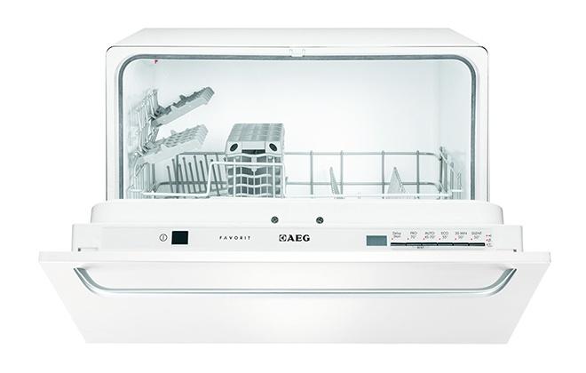 Посудомоечная машина Aeg F55200VI с открытой дверцей