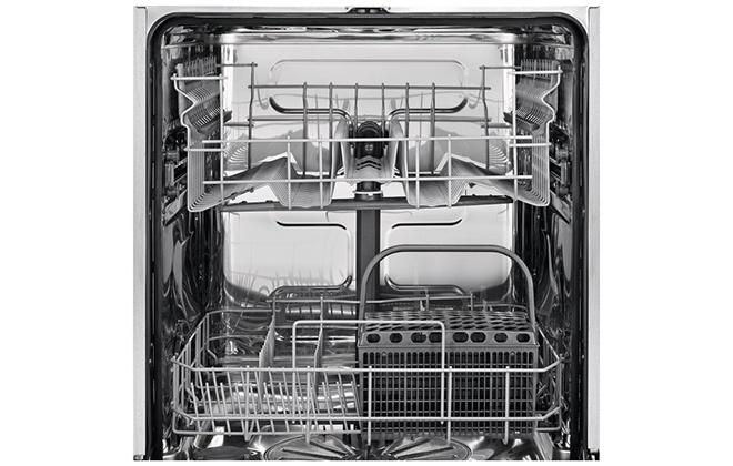 Посудомоечная машина Electrolux ESL95324LO внутри