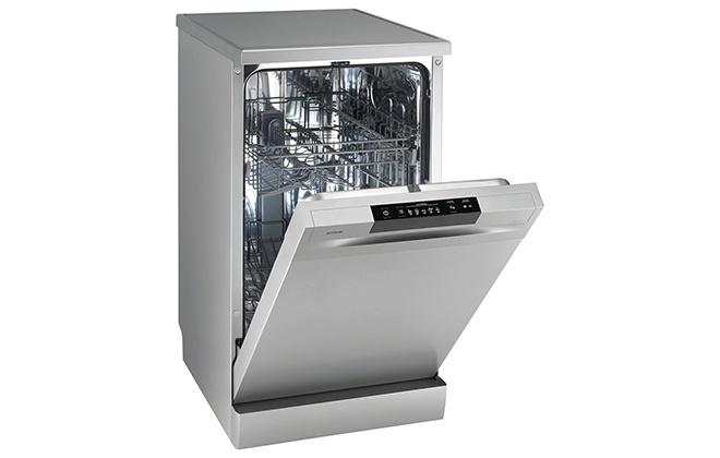 Посудомоечная машина Gorenje GS52010S с открытой дверцей