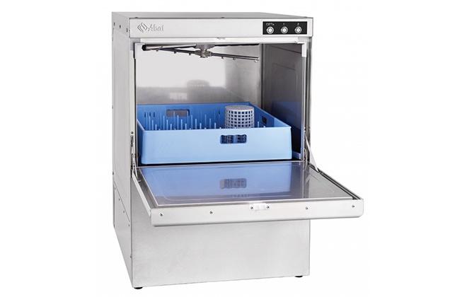 Посудомоечная машина МПК-500Ф с открытой дверцей