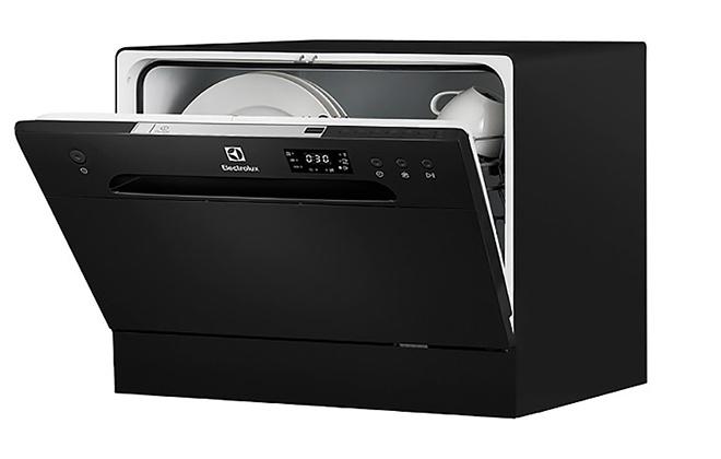 Посудомоечная машина черного цвета Electrolux Black Line ESF 2400 OK