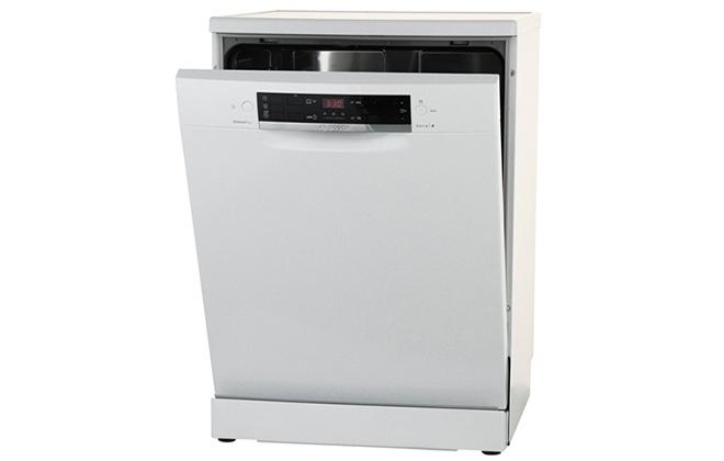 Посудомойка Bosch Serie 4 SMS44GW00R с приоткрытой дверцей