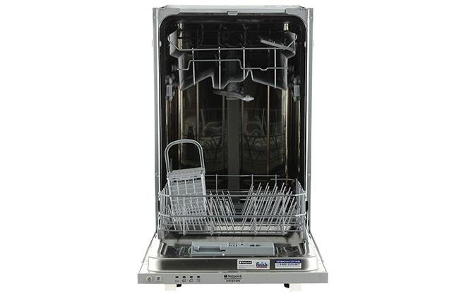 Посудомойка Hotpoint-Ariston с открытой дверцей