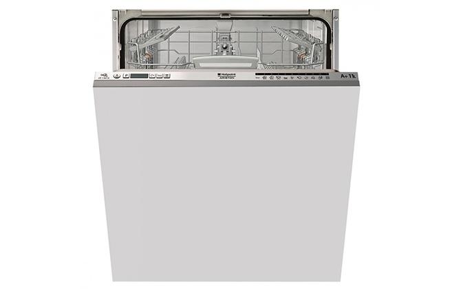 Приоткрытая посудомойка Whirlpool ADG 422