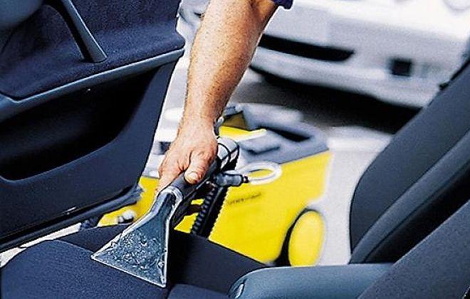 Уборка автомобиля пылесосом Karcher