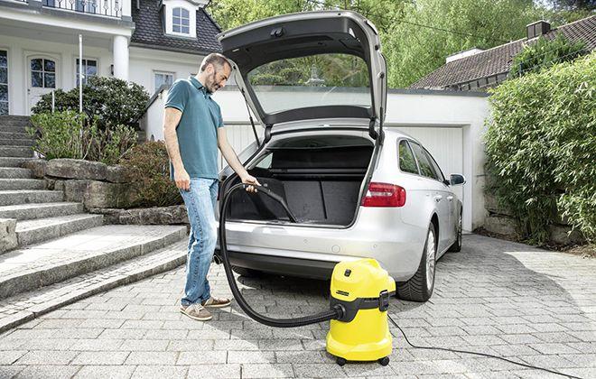 Уборка машины с помощью пылесоса Karcher