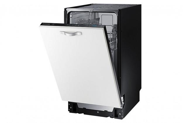 Встраиваемая посудомойка Samsung DW50K4010BB с белой дверцей