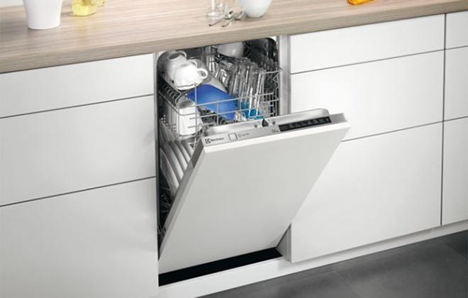 Встроенная в кухонный гарнитур посудомоечная машина Electrolux
