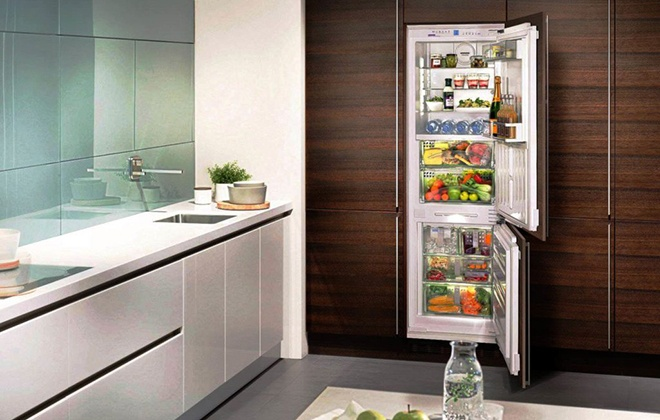 Встроенный в стену холодильник