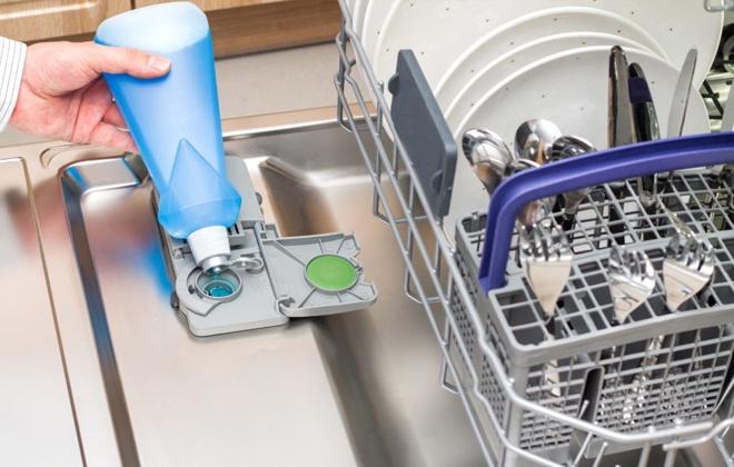 Заполнение резервуара для моющего средства