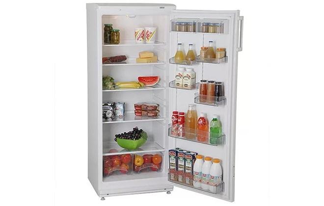 Холодильник Atlant с продуктами