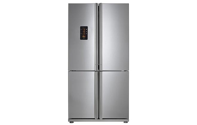 Серебристый холодильник на ножках