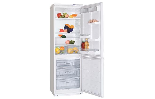 Холодильник Атлант 4012-022 с продуктами внутри