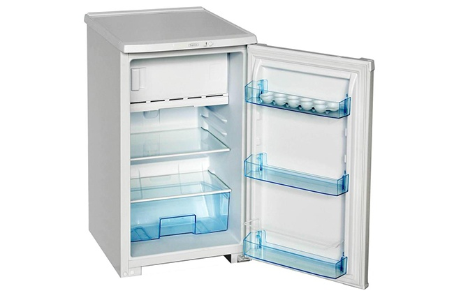 Холодильник Бирюса 108 в открытом виде