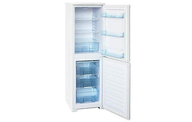 Холодильник Бирюса 120 с открытыми дверцами
