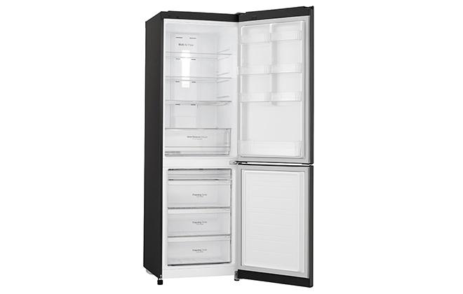 Холодильник LG GA-B429SBQZ с открытыми дверцами