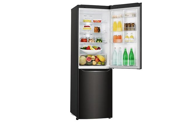 Холодильник LG GA-B429SBQZ с продуктами