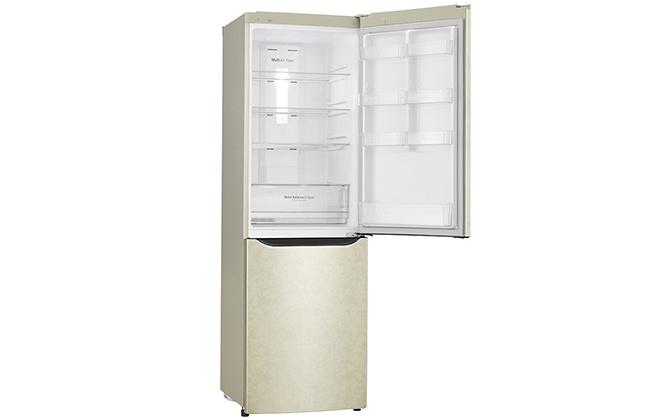 Холодильник LG GA-M429SERZ с открытой дверцей