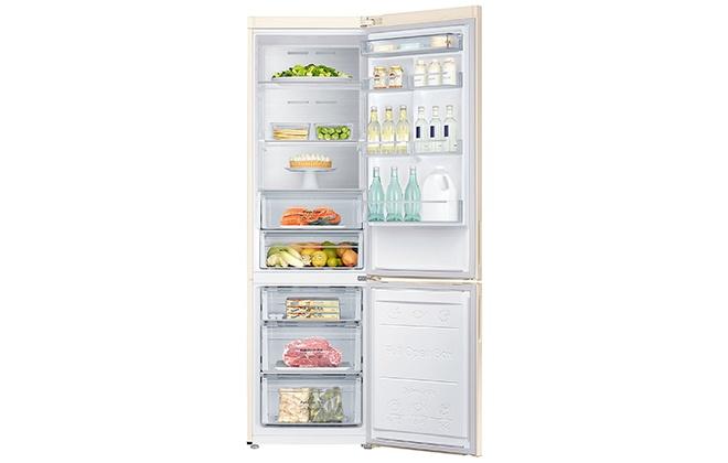 Холодильник Samsung RB30J3200EF с продуктами