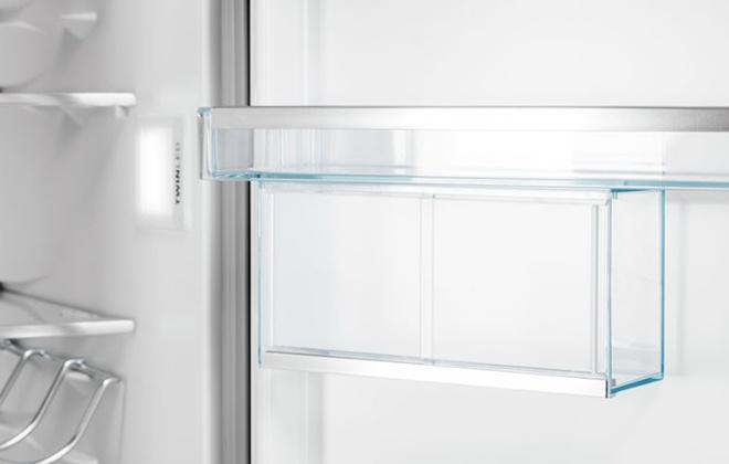 Полка на дверце холодильника