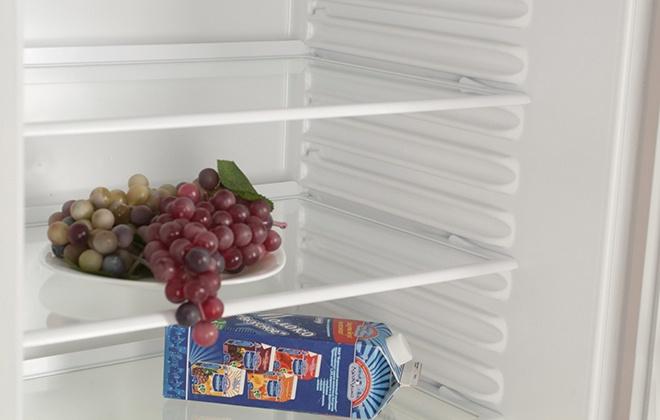Полки в верхнем отсеке холодильника Atlant