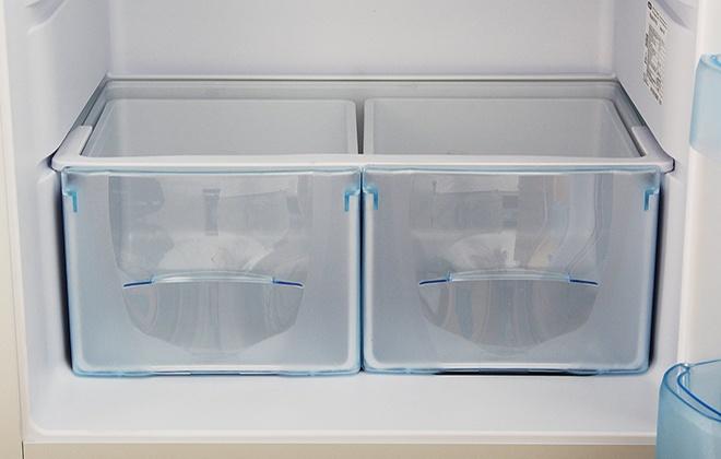 Ящики для овощей и фруктов в охлаждающей камере