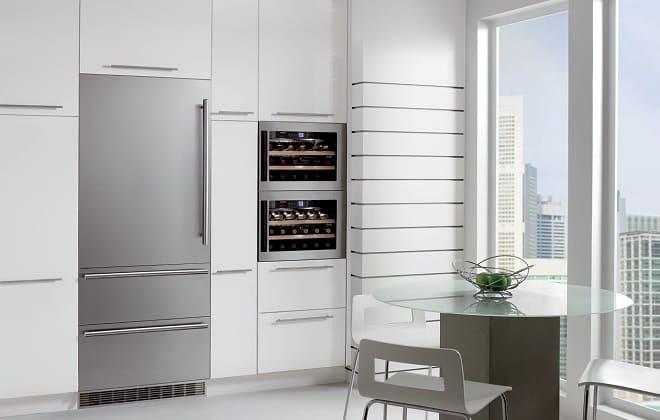 Большой шкаф для встроенного холодильника
