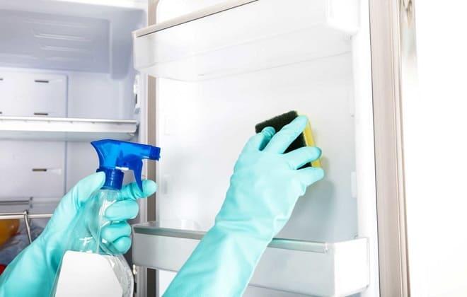 Раствор уксуса для удаления запаха в холодильнике