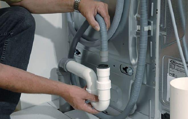 Как самостоятельно почистить сливной шланг в стиральной машине