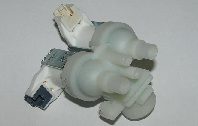 Впускной клапан насоса стиральной машины Hotpoint-Ariston