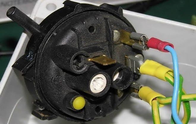 Неисправность датчика уровня воды в стиральной машине